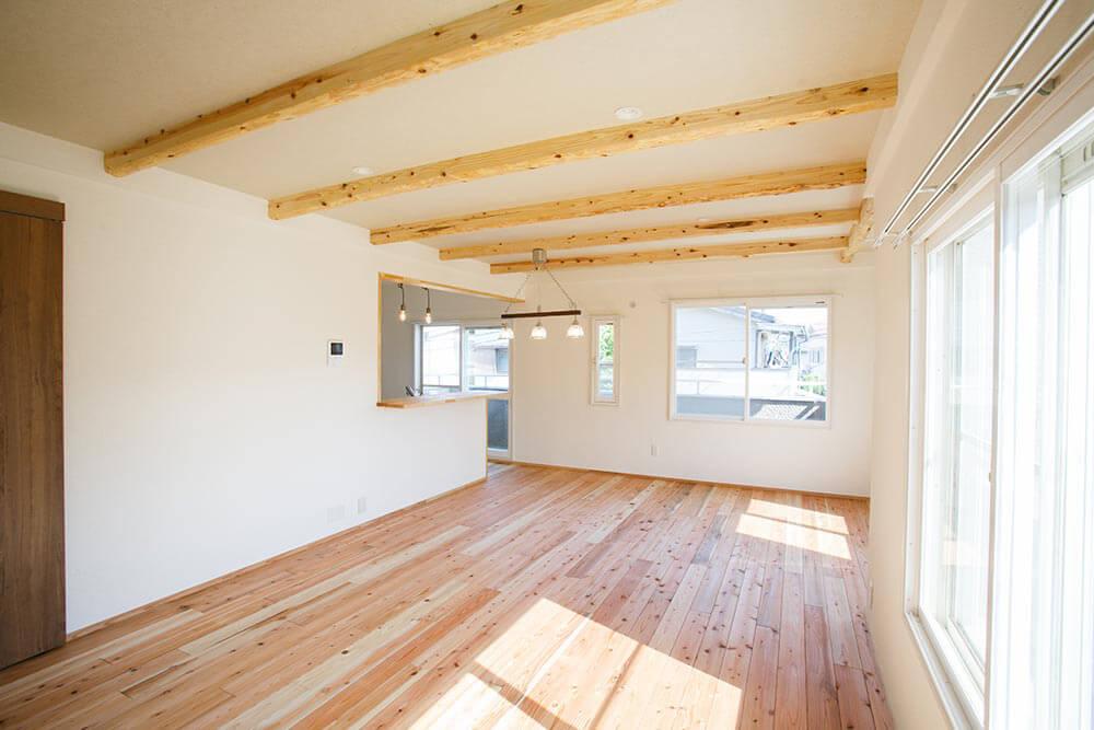 駿河屋は「住」から発信し、「衣」「食」「住」すべての品質向上を目指した、生活提案型の建設会社です。