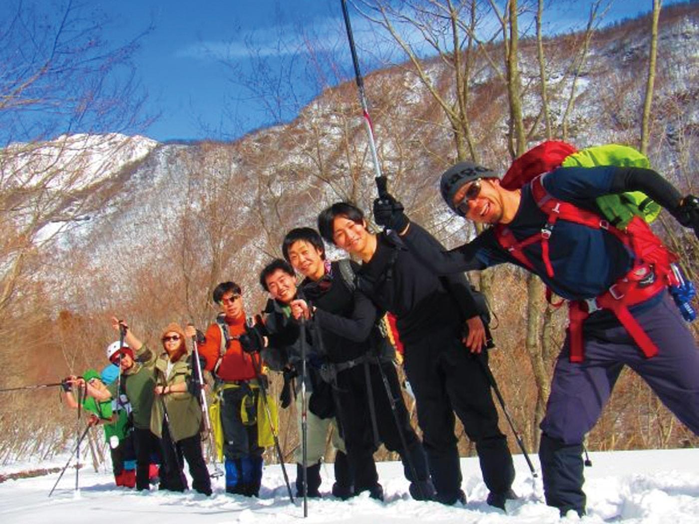 つちからの会 冬の冒険ツアー~メープルシロップ樹液採取体験とかまくらの中でバーベキュー体験~