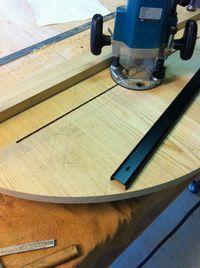 9+反り止めの鉄板を入れる溝を掘ります.jpg